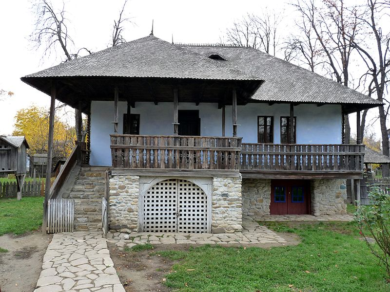 800px-RO_B_Village_Museum_Chiojdu_Mic_household_house